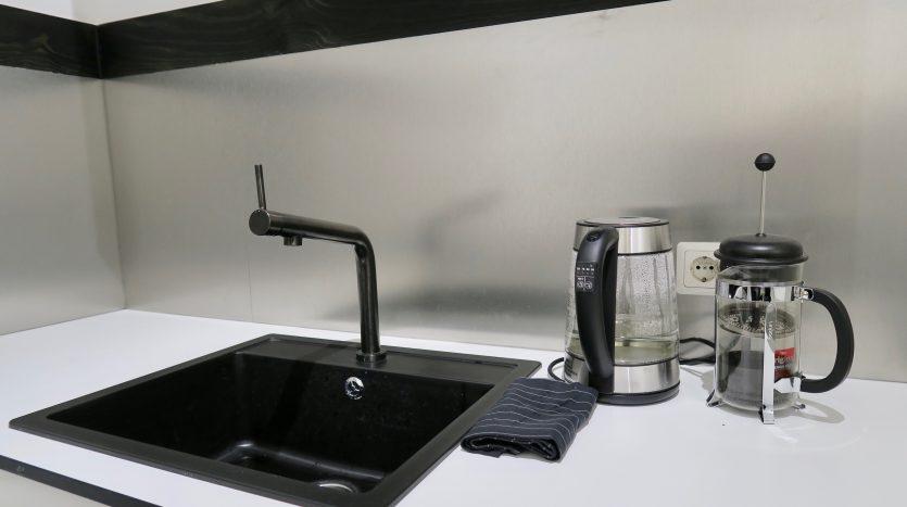 Lavabo avec bouilloire et cafetière