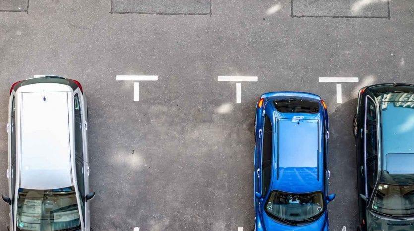 Place de parking dans la cour intérieure